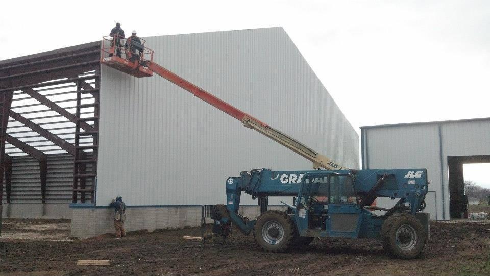 construction-of-metal-building